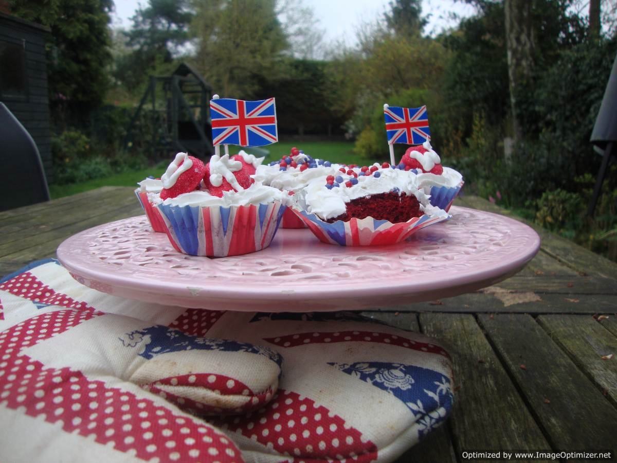 Red White and Blue Cupcakes for ForeverNigella #4: Street Party