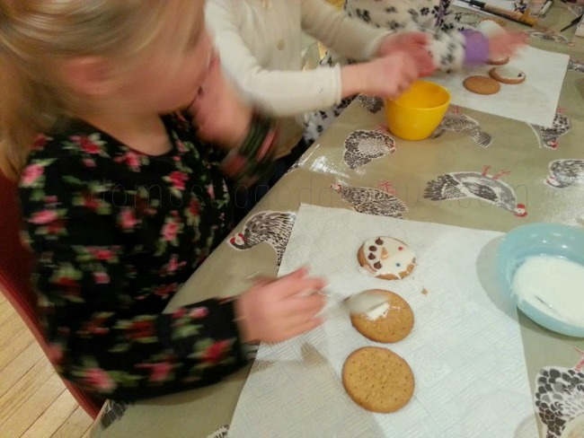 making snowmen cookies